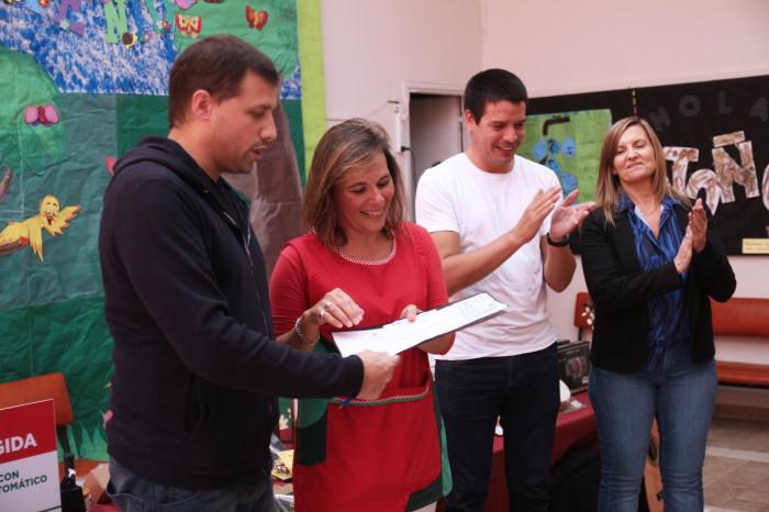 La escuela República Italiana de Santa Teresita recibió un kit musical para el jardín de infantes
