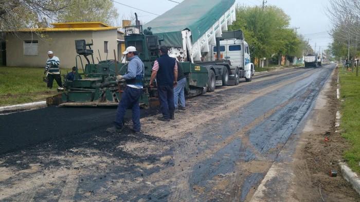 Las tareas son parte del plan de pavimentación de 300 cuadras que ejecuta el Estado comunal