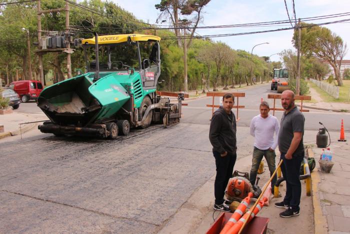 Recorrida por obras de asfaltado en Mar de Ajó
