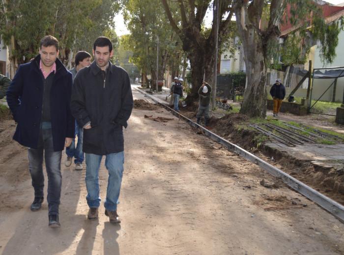 Recorrida por obras de bacheo y cordón cuneta en San Bernardo