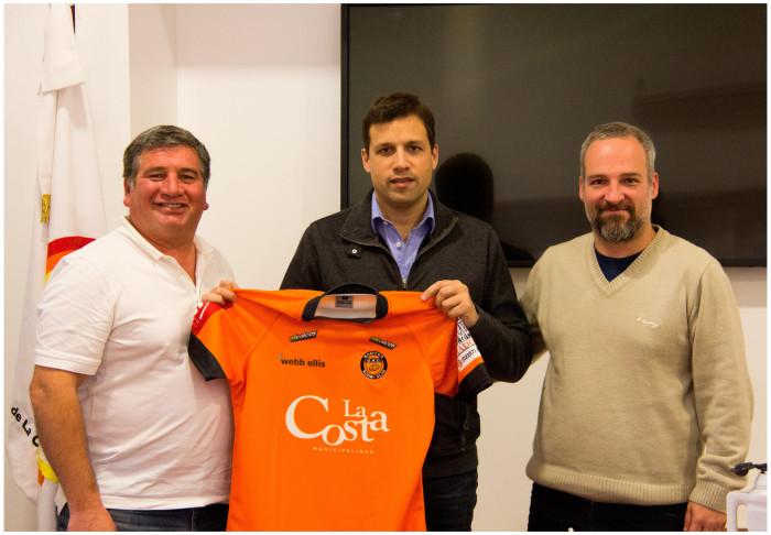 Representantes de la Comisión Directiva de Gnomos Rugby Club junto al intendente De Jesús