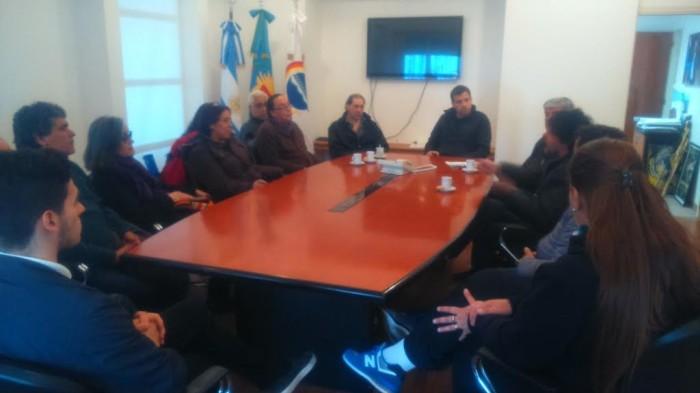 Reunión con productores y entrrega de aportes en el despacho del intendente Juan Pablo de Jesús