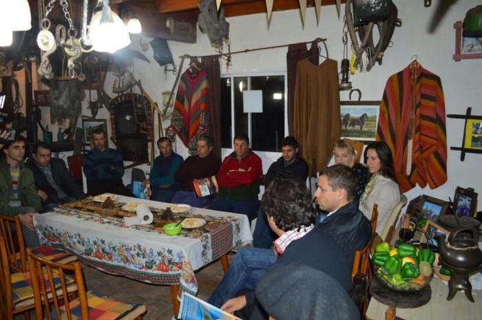 Reunión entre el intendente Juan Pablo de Jesús y representantes de instituciones tradicionalistas de La Costa