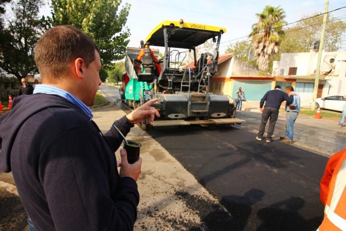 Se asfaltan nuevas calles y se realiza rebacheo en San Clemente
