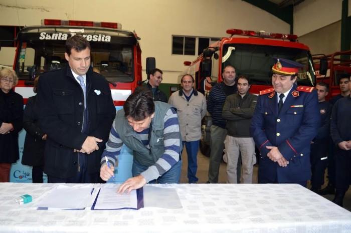 Se firmó la sesión de un terreno en el que los Bomberos Voluntarios de Las Toninas tendrán su destacamento