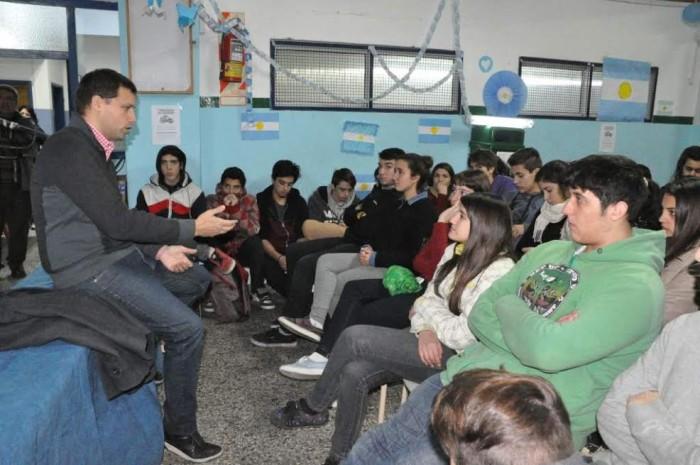 El intendente Juan Pablo de Jesús brindó una charla para estudiantes secundarios
