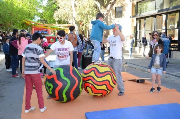 Talleres de circo, batucada, inflables y pintura artística fueron algunos de los espacios abiertos de Arte Joven
