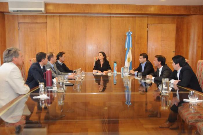 Un grupo de intendentes peronistas se reunió con la ministra Carolina Stanley