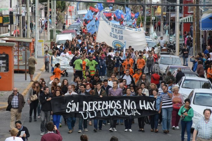 Una columna de vecinos, agrupaciones sociales y funcionarios municipales encabezados por el De Jesús, marchó por la Memoria y la Justicia