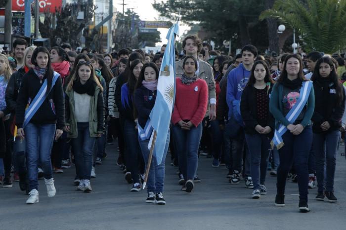 Una multitud desfiló en el centro de Mar de Ajó