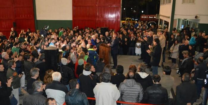 Vecinos y militantes se ascercaron para escuchar las palabras de los funcionarios